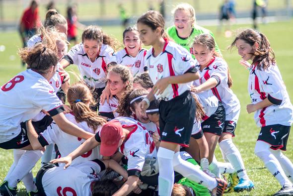 קבוצת הילדות של הפועל קטמון ירושלים. זוכות בגביע המדינה, צילום: יובל חן