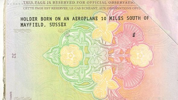 הדרכון של שונה אואן. כתוב במפורש שהיא נולדה באוויר