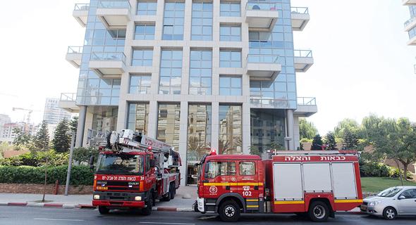 מכבי אש בתרגיל פינוי בתל אביב. מי יאשר איכלוס?