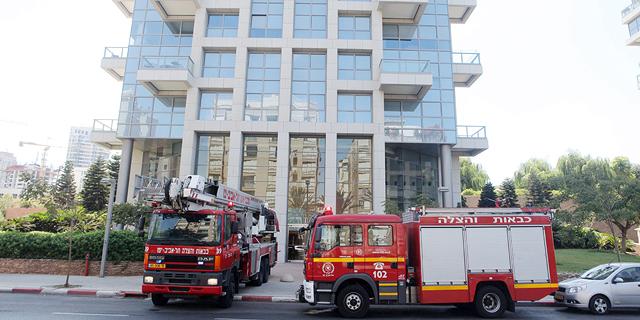 מכבי אש מונעים פתיחת מכוני הפיקוח על הבנייה
