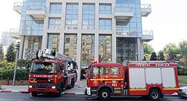 מכבי אש בתרגיל פינוי בניין מגדלי אקירוב תל אביב, צילום: אוראל כהן