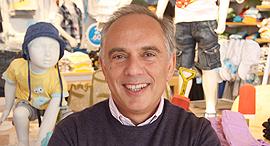 אייזיק דבח בעל השליטה ומנכל קונצרן דלתא גליל בחנות דלתא קידס, צילום: אריאל בשור