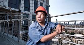 """יאן וואן טפסן פועל בנייה נדל""""ן פועל סיני, צילום: שוגר דיוויד"""