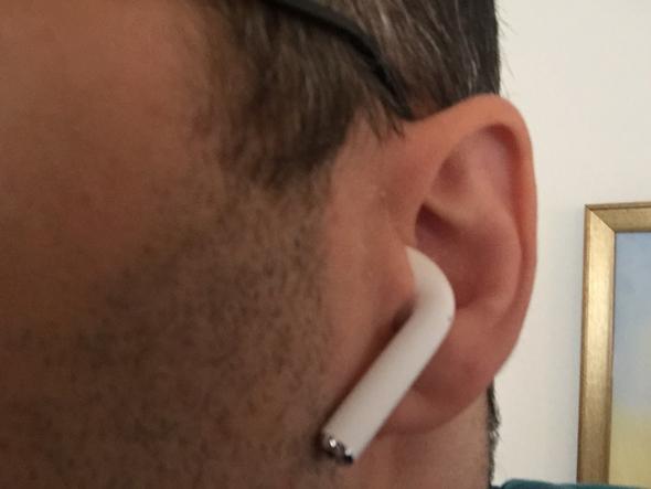 אזניות אפל איירפוד, צילום: עומר כביר