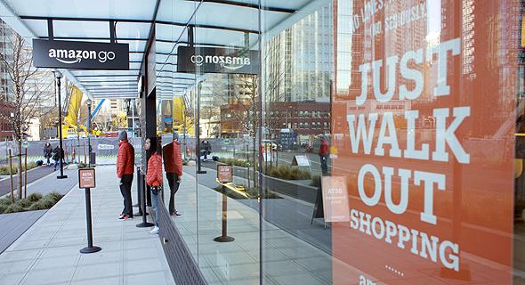חנות אמזון גו. תשלום אוטומטי ללא קופה וקבלת הצעות מחיר באמצעות הטלפון נייד