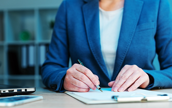 Signing a deal (illustration). photo: Shutterstock