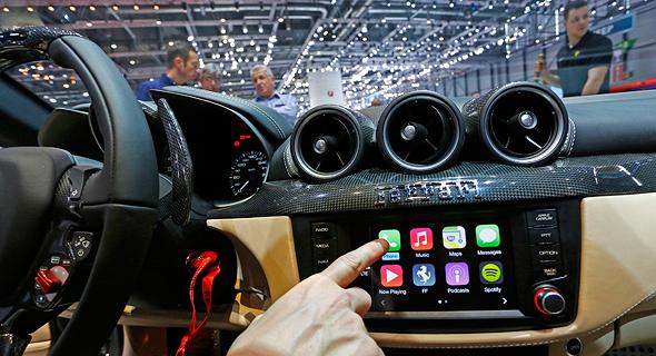 מערכת שמע רכב אפל, צילום: בלומברג