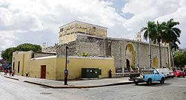 בניין במרידה , צילום: דנה לב לבנת