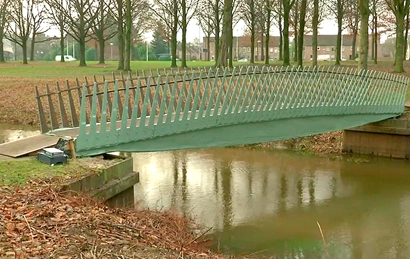 גשר מחומרים ביולוגיים בהולנד