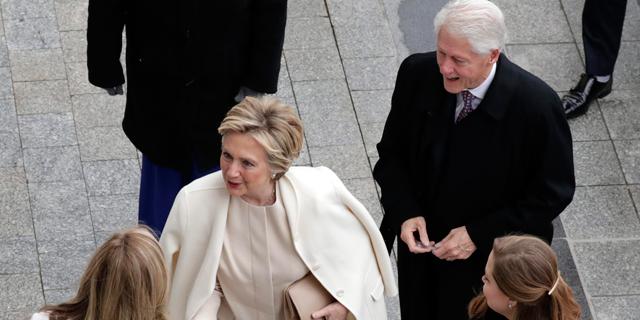 בני הזוג קלינטון מגיעים לטקס ההשבעה, צילום: אי פי איי