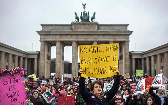 הפגנה נגד דונלד טראמפ ב ברלין גרמניה, צילומים: אם סי טי