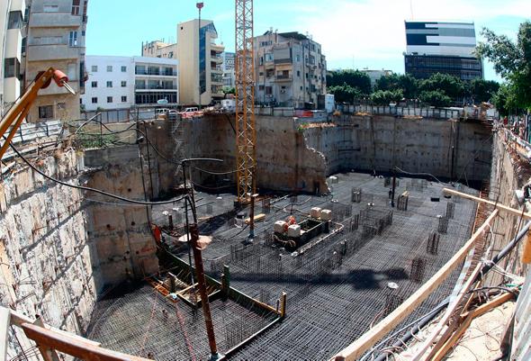 אתר הבנייה של מגדל פרישמן-דיזנגוף בתל אביב (ארכיון)