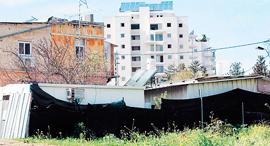 פלישה לא חוקית ב כפר שלם ב תל אביב, צילום: שאול גולן