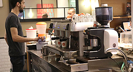 קפה קפה קניון הזהב מכונת קפה, צילום: שאול גולן