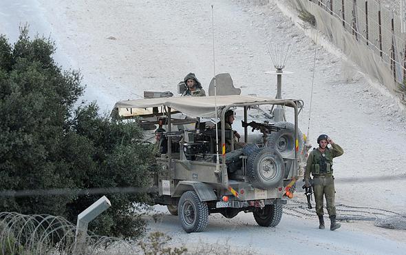 """סיור צה""""לי בגבול לבנון, סמוך לחניתה. יו""""ר חניתה: """"יש לנו הוצאות ביטחון ענקיות, ואנחנו לא מקבלים הרבה עזרה"""""""