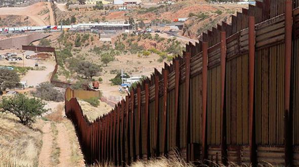 """בהוראת טראמפ: נבחרו ארבע חברות להקמת אבטיפוס של החומה בין ארה""""ב למקסיקו"""