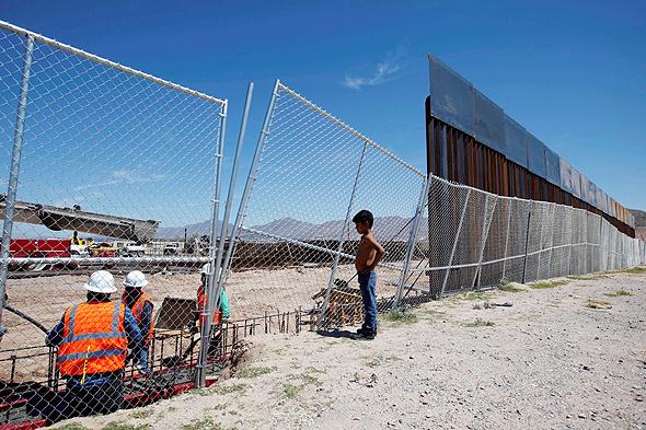 """מעבר הגבול בין ארה""""ב ומקסיקו, צילום: רויטרס"""