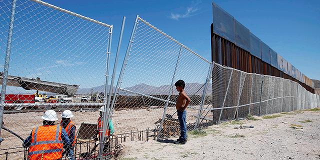 """טראמפ: """"אטיל מכסים על מקסיקו עד לפתרון בעיית המהגרים"""""""
