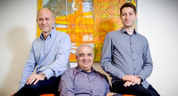מימין: בועז ממו, טל כהן ועומר שחר. מרכז DRIVE