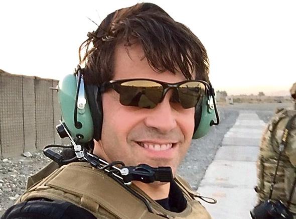 אנתוני סקרמוצ'י בביקור הכוחות באפגניטסטן