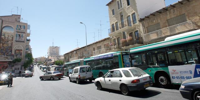 ירושלים. שימוש נפוץ בתחבורה ציבורית, צילום: עטא עוויסאט