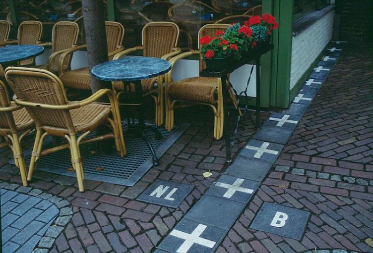 קפה על הגבול בין הולנד לבלגיה, צילום: ויקיפדיה