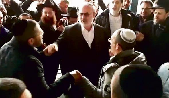 אדוארדו אלשטיין רוקד במסיבת השחרור של יאשיהו פינטו , צילום: וואלה NEWS