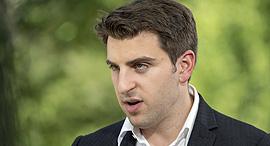 """מנכ""""ל Airbnb בריאן צ'סקי, צילום: בלומברג"""