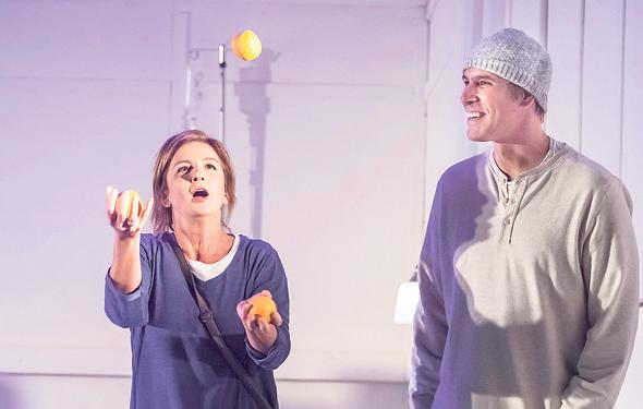 """לירון ברנס וליליאן ברטו בהצגה """"אהבת מוות"""". לא נופלת לרגשנות יתר"""