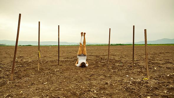 עבודה של האמנית הילה בן ארי בתערוכה, צילום: אסף סבן