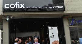סניף ראשון ל קופיקס ב רמת גן בתי קפה קפה ב-5 שקלים, צילום: ישראל מלובני