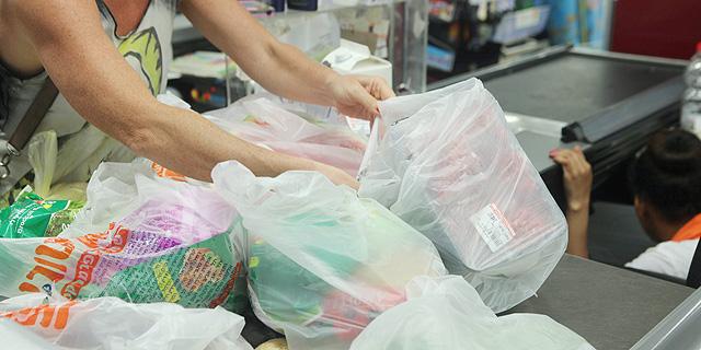 רשת הסופרמרקטים טסקו תפסיק לחלוטין את אספקת שקיות הניילון לקונים