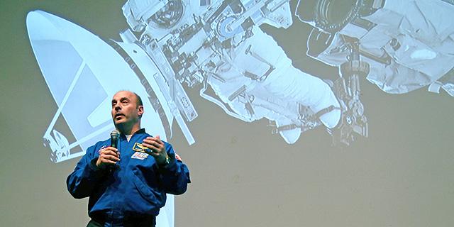 """האיש שרוצה לחזור לשגר אנשים לחלל: """"מגזר החלל הפרטי מהיר יותר"""""""