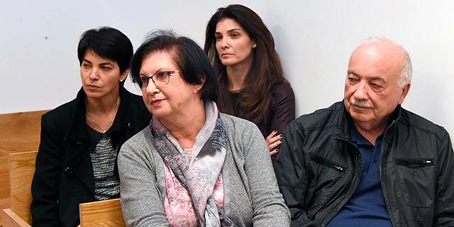 אליעזר פישמן ובני משפחתו בדיון משפטי בעניינם, צילום: יאיר שגיא