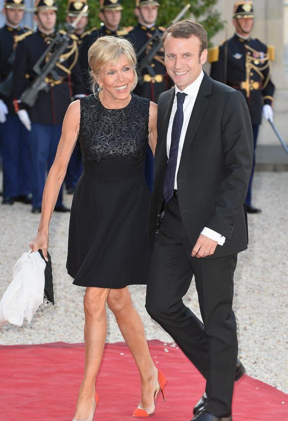 עמנואל מקרון מועמדת המרכז בבחירות לנשיאות ב צרפת ו אשתו ברגייט, צילום: גטי אימג'ס