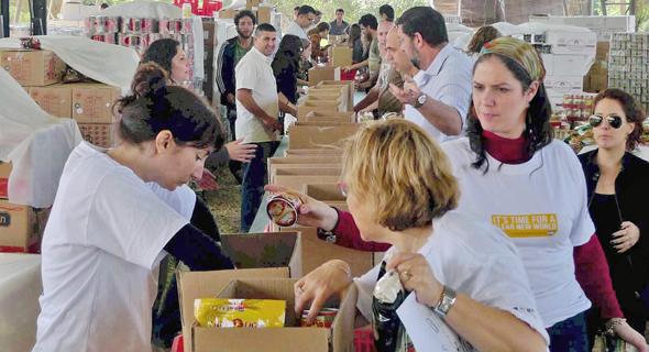 לקט ישראל. בירושלים תורמים בעיקר לעמותות מזון לנזקקים
