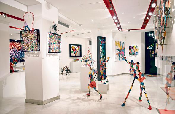 """גלריה עדן בתל אביב (במרכז החלל פסלים של דורית לוינשטיין). """"כל גלריסט היה שמח שאמנים שהוא מגדל יהיו במוזיאונים, אבל האם זו הדרך היחידה שבה אמן נחשב בעולם? עובדה שלא"""""""