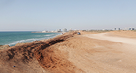 חוף התכלת שטח ה קרקע ב הרצליה מדרום ל אזור התעשייה, צילום: אוראל כהן
