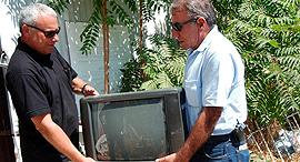 מעקלים טלוויזיה הוצאה לפועל, צילום: אלכס קולומויסקי