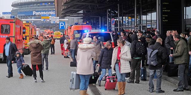 """נמל התעופה בהמבורג פונה: """"50 שאפו חומר רעיל"""""""