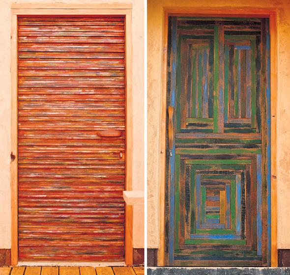 דלתות בביתו של רגב. נבנו משאריות עץ מעבודה בווילה באפקה
