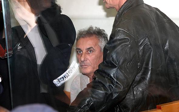 יהודה בן חמו, ראש עיריית כפר סבא, בבית משפט. נחשד בקבלת שוחד מקבלנים
