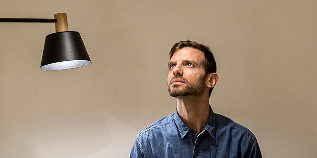 הכל מואר: תאורה מינימליסטית מעץ