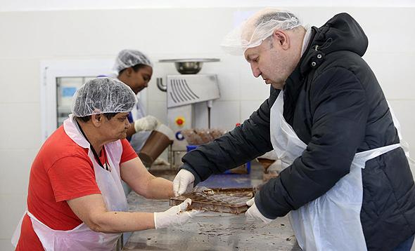 מפעל השוקולד של שכולו טוב. יש ביקוש למוצרים