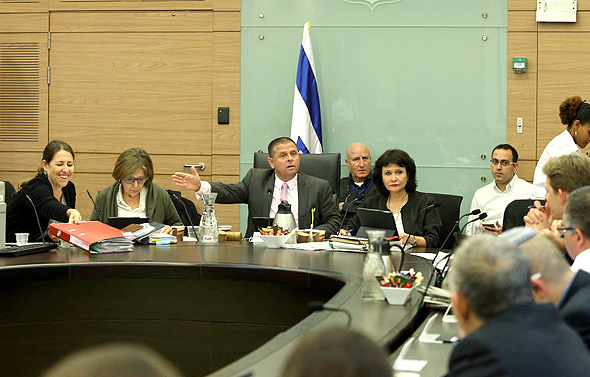 ועדת הכלכלה של הכנסת. מצפצפים על הזימונים שלהם