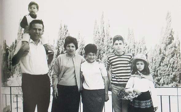"""משפחת ורטהיימר, 1965. """"אני הקפדתי בנושאי סדר"""", כתב סטף, """"ומרים שמה דגש על פיקוח... הילדים היו חייבים להצטיין"""""""