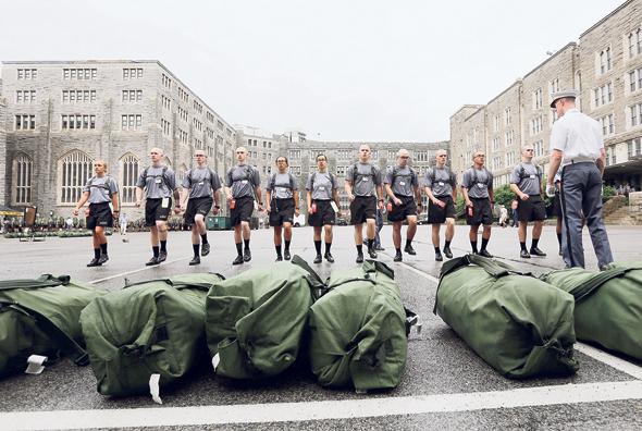 צוערים ביומם הראשון באקדמיה הצבאית ווסט פוינט. מה שמבדיל בין מי ששורד למי שנושר הוא רק הגריט