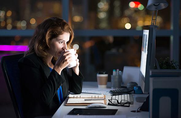 שעות עבודה רבות אינן מיתרגמות ליעילות רבה יותר. הגיע הזמן למדוד אחרת את הדברים