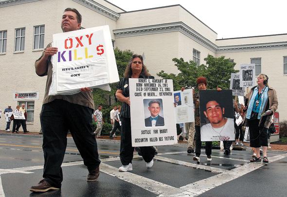 מחאה נגד התרופה אוקסיקונטין בווירג'יניה. קמפיין אגרסיבי הוביל לשימוש נרחב, ואז התגלו הסכנות