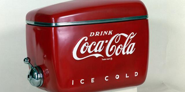 מוסף שבועי 23.2.17 מכשיר מוצר קוקה קולה בעיצובו של ריימונד לואי